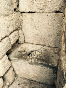 Image: Toilet in the Wall