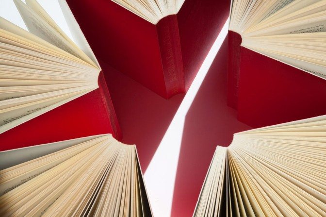 Image: 5 red books in a circle